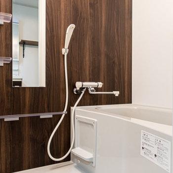 ウッドテイストの浴室。※写真は前回募集時のものです