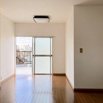 【洋室】ベッドは左側に置こうかな※写真は通電前のものです