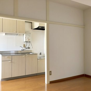 【LDK】角には食器棚を置いてもいいですね
