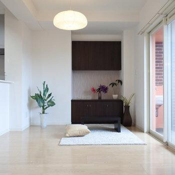 テレビボードが付いているリビングです(※写真は2階の同間取り別部屋、モデルルームのものです)