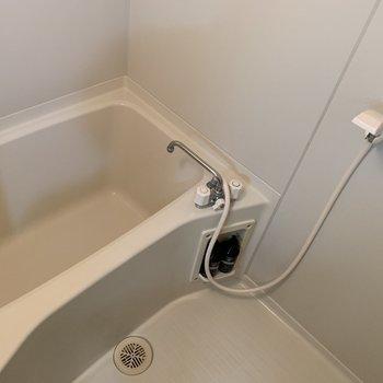 お風呂はシンプルなタイプです
