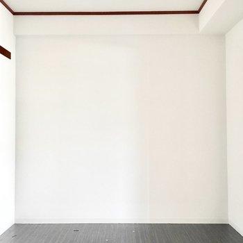 洋室②】こだわりの照明を足して明るい空間へ。(※写真は1階反転間取り別部屋、清掃前のものです)