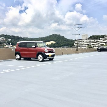共用部】マンションの屋上部分が駐車場に。