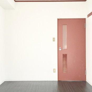 洋室②】廊下からも出入りできますよ。(※写真は2階の同間取り別部屋のものです)