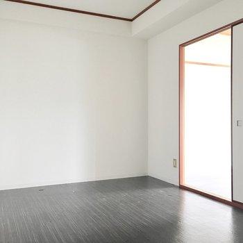 洋室②】ダブルベットも置けそうですよ。(※写真は1階反転間取り別部屋、清掃前のものです)
