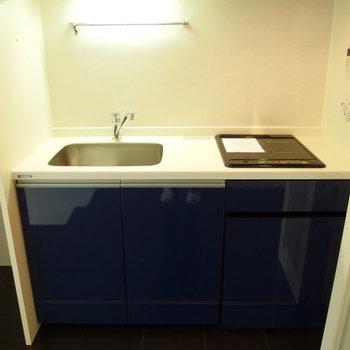 キッチンは折込戸の裏に隠せます(※写真は5階の同間取り別部屋のものです)