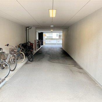左側が駐輪スペースとなっているようです。
