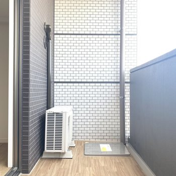 ゆったりめのバルコニー(※写真は6階の同間取り別部屋のものです)