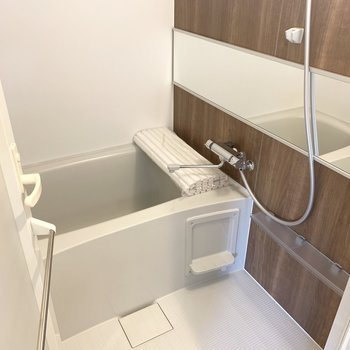 追い焚き、浴室乾燥機完備(※写真は6階の同間取り別部屋のものです)