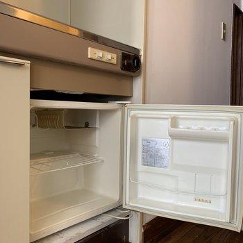 下に冷蔵庫付きです