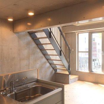 なんだかあの階段、愛着湧いてきたな…※写真は1階の同間取り別部屋のものです