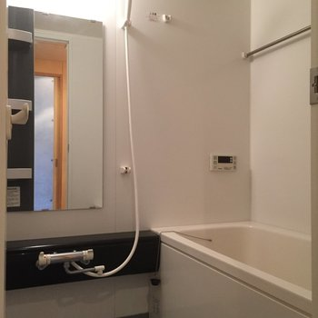 バスルームくつろげそうです※写真は1階の同間取り別部屋のものです