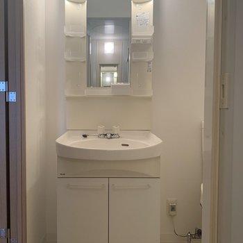 深さのある洗面台でした。※写真は7階の同間取り別部屋のものです
