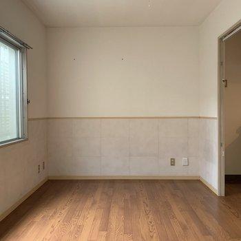 ピンクのアクセントクロス〜※写真は1階の同間取り別部屋のものです