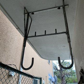 物干し竿があれば、外でも干せます※写真は1階の同間取り別部屋のものです