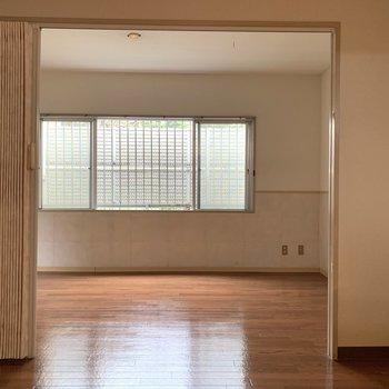 扉がないから開放感◎※写真は1階の同間取り別部屋のものです
