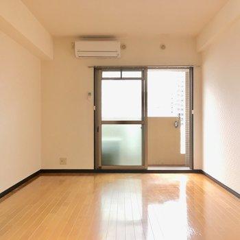 エアコンはお部屋に付いてきますよ。(※写真は5階の反転間取り角部屋のものです)