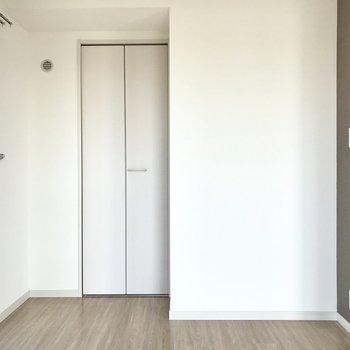 あの扉の先はクローゼットだよね?(※写真は3階の反転間取り別部屋のものです)
