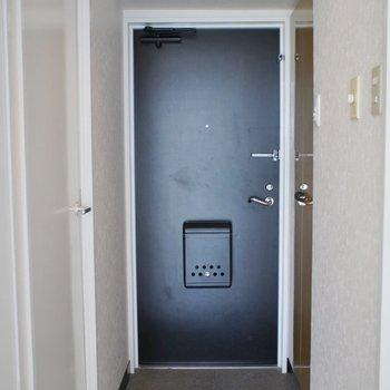 玄関はこんな感じ。※写真は同タイプの別部屋のもの