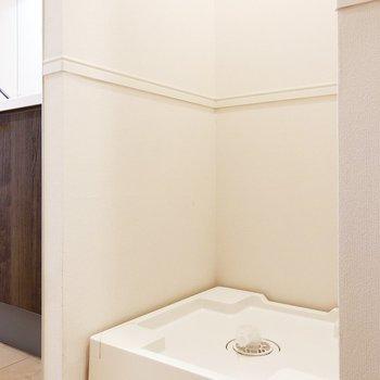 洗濯機置き場はキッチンの隣です
