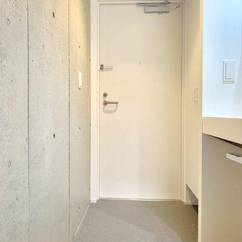玄関とお部屋には段差がないのでこまめにお掃除を※写真は3階の同間取り別部屋のものです