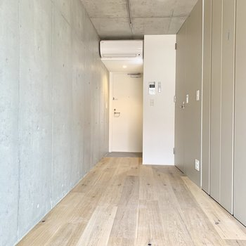 無垢床で涼しげ※写真は3階の同間取り別部屋のものです