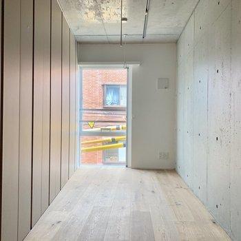 設備をスライド式の仕切りで隠せます※写真は3階の同間取り別部屋のものです