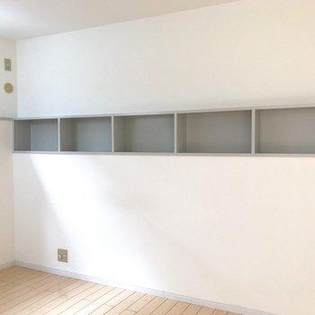 【洋室7帖】埋め込まれた収納棚。本を飾りたいなぁ
