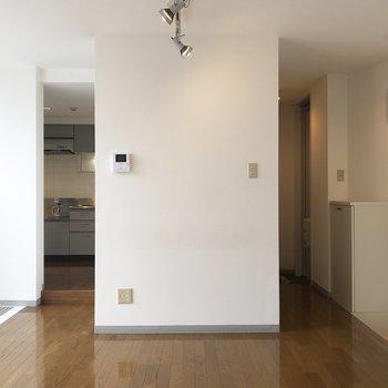 【LDK】このお部屋全体のハブ的空間。