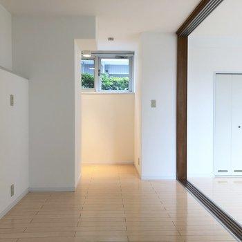 【洋室7帖】こちらは細長ーいスペース。