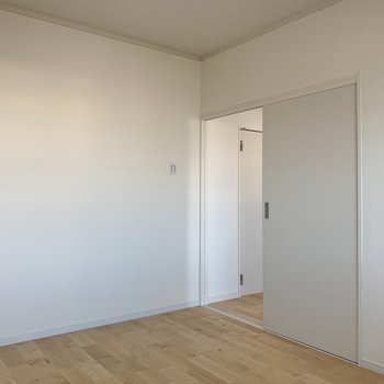 玄関側の洋室は、落ち着くスペース。夫婦の寝室にも、子供部屋にも◎※写真は3階反転間取り別部屋のものです