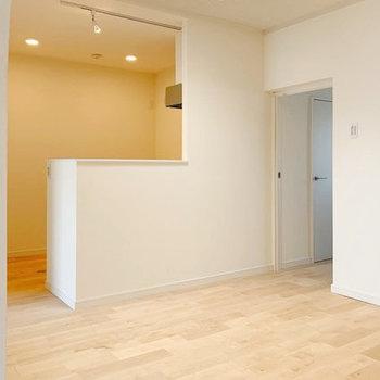 カウンターキッチンって、料理しながらも会話が弾むのがいい。※写真は3階反転間取り別部屋のものです
