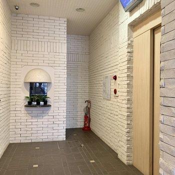 共用部】エレベーターには監視カメラ付きで防犯面バッチリ◎