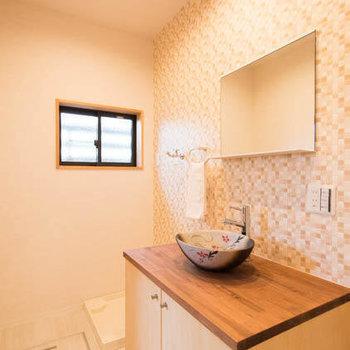 サニタリーは現代風に暮らしやすく大変身!まぁるい洗面台が可愛いね。