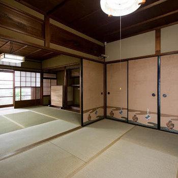 約6帖の和室。お布団を敷いてお泊まり会をしたり、コタツでまったりしたり。