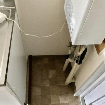 靴箱を少し置けるスペースがありますよ。※写真は通電前のものです