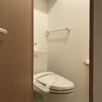 トイレは個室に※写真は7階の反転間取り別部屋のものです