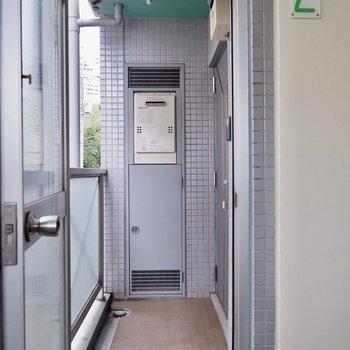 共用部はお部屋ごとに扉で仕切られています。