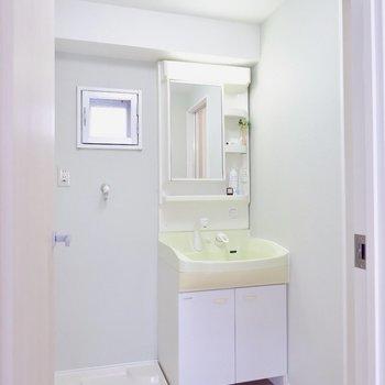 水回りは淡いグリーンのアクセント。※家具・雑貨はサンプルです