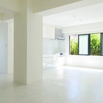 【LDK】空間に溶け込む白いキッチン。