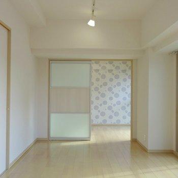 スライド式の扉でデッドゾーンが少なし※写真は同タイプの別部屋