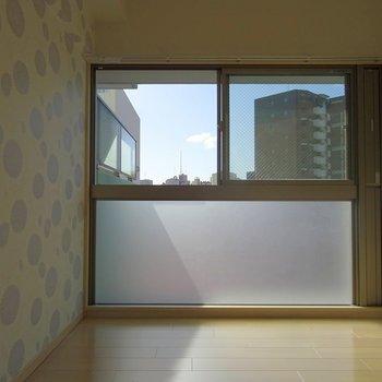 大きな窓が特徴でしょ。※写真は同タイプの別部屋