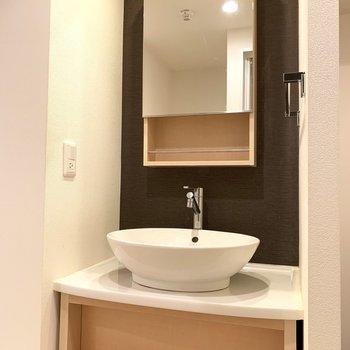 洗面台もおしゃれな感じ(※写真は3階同間取り別部屋、清掃前のものです)