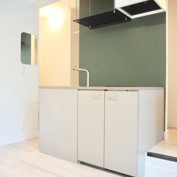 濃いグリーンが素敵なキッチン