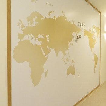 世界地図がありました。色んな国の人とお話ししたいですね