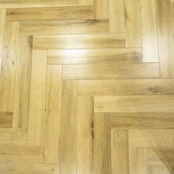 ヘリンボーン風の床がまた可愛い