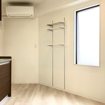 ここがキッチンスペース。窓があるので明るさも確保できます。 (※写真は4階の同間取り別部屋のものです)