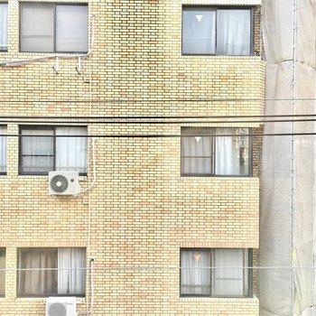 眺望はお向かいさん。 (※写真は4階の別部屋のものです)