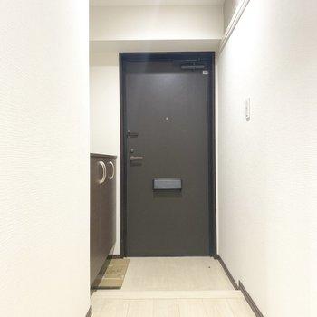 やっぱり玄関もかっこいい。ブラックできゅっと引き締まります