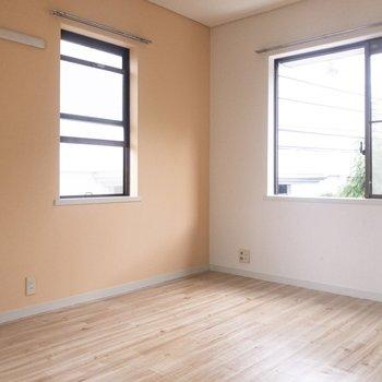 この部屋の画家は、あなた